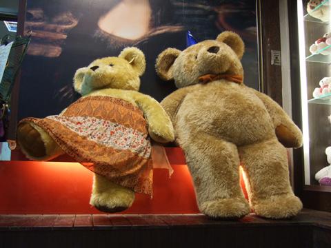 哇~有二隻大熊熊在約會