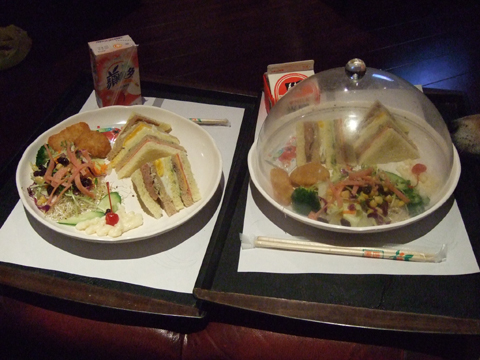 11/9 隔天車庫裡放了三份早餐,這是西式,中式是稀飯小菜