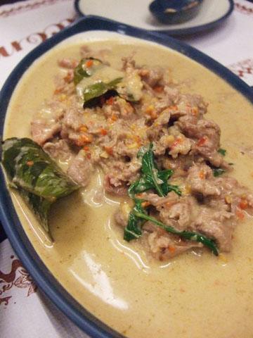 超下飯的綠咖哩椰汁牛肉,澆飯吃真的嘴巴會停不下來