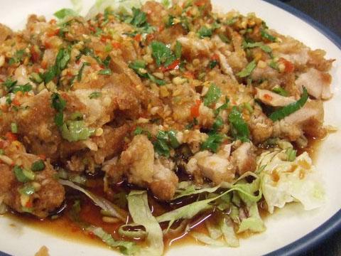 肉很軟嫩的椒麻雞,很像是炸雞排後淋上酸甜醬汁就完成的一道料理