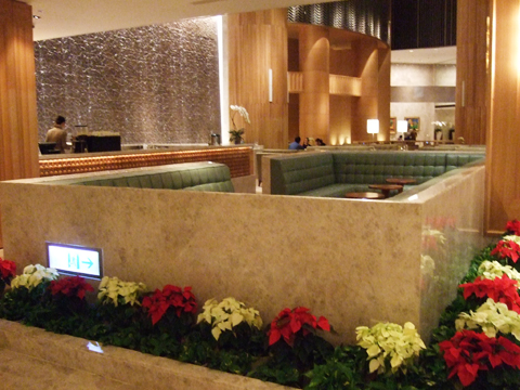 Lobby中心有個bar之類的,所以放了很多大大小小的座位