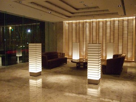 各處角落也設置了沙發供客人休息,這個角落氣氛最好