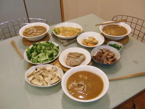 我媽為了今天煮了一桌我愛吃的菜,媽~謝謝妳!