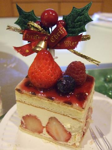 謝謝痣好買這麼好吃的蛋糕,中間的卡士達醬甜而不膩,100分唷
