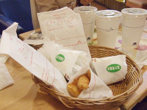 對高雄狠不熟,於是mos成了我們2009的第一頓消夜兼早餐啦