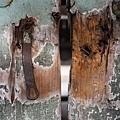 一百七十幾年的斑駁門屝