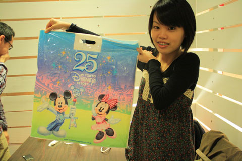 將將!禮物是大家托付我去日本買的,真的沒頭緒只好買了這個