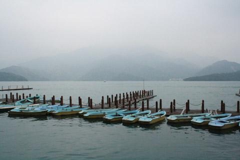 原本很想划這種小船遊湖的,輕舟遊湖,多詩情畫意啊!