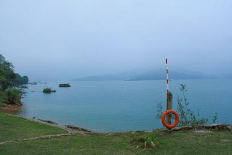 湖面起霧了~