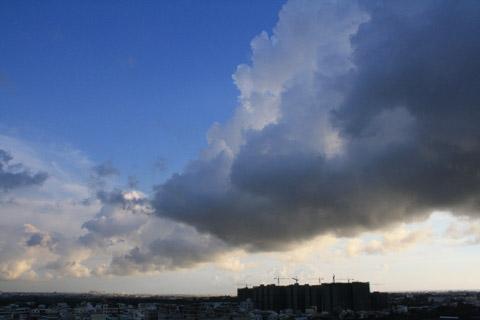 風雨過後出現的雲總是最美的。