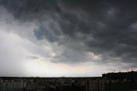 6/16 傍晚近六點 急來一片烏雲密佈