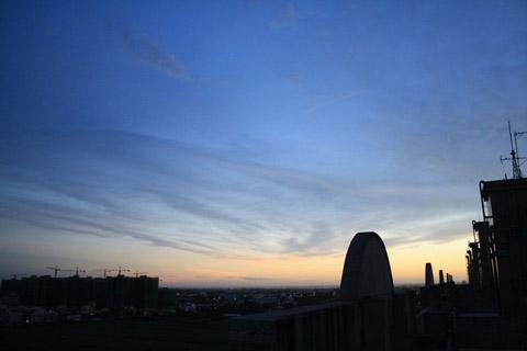 只要是低氣壓即將變天之前,天空總是很美