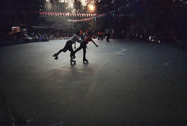 幼童雙人溜冰