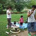 由左開始是表妹兼老友巴さん、巴さん的二個小孩リオちゃん、カエリちゃん、以及老友阿部さん
