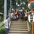 原本是要散會的,但阿部一家想要去附近小神社的祭典逛逛,大家又臨時決定一起過去瞧瞧