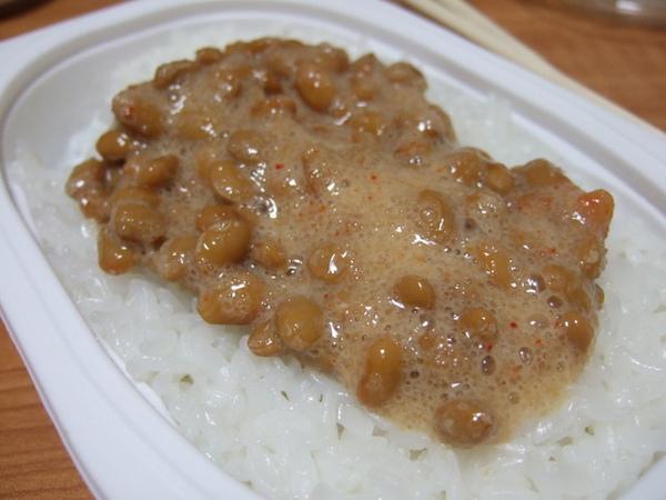 吃不飽於是又另外再配了一盒明太子納豆白飯, 今天晚餐超隨便,但很滿足~~