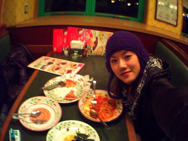 晚餐的義大利麵我竟然沒吃完.....一定是下午吃的波菜咖哩害的!!!!