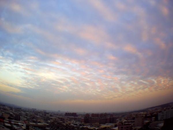 1/20 今天的天空也有點像海浪,可惜拍不到最漂亮的時刻