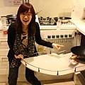 您看看!這個轉角廚櫃有多麼實用,再深都能輕鬆收納