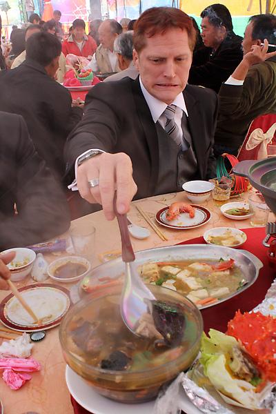 鼻耳的表情說明了這鍋東西肯定不單純,沒錯!它。是。鱉。