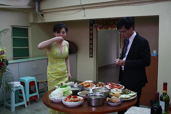 人客散場後輪到新人大吃特吃的時候到了!