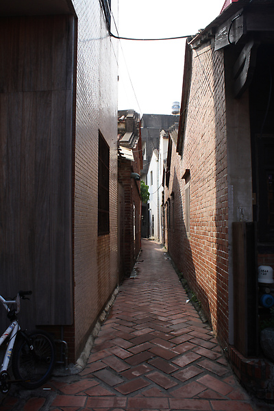 某條很有味道的小巷竟然沒有觀光客想走,於是我們就不客氣地放肆了