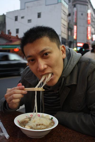 林坤良吃到吐絲了!