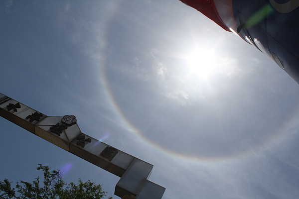 5/1 正午的太陽旁有一圈日暈!!!難怪今天的活動很成功唷~