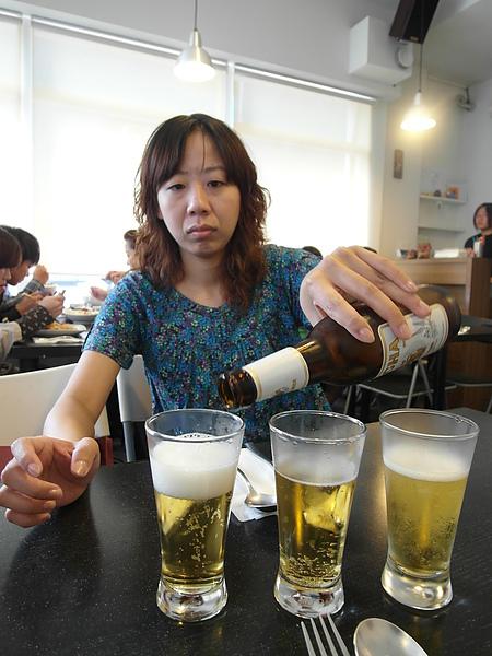 11/14 和這位太太去吃泰星球~連在這裡也少不了要喝一杯