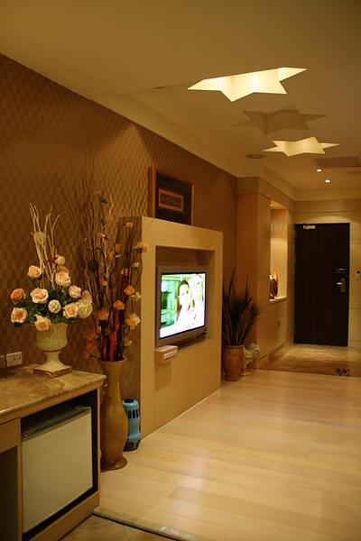 以下是「回教世界」客房介紹:入口與電視區