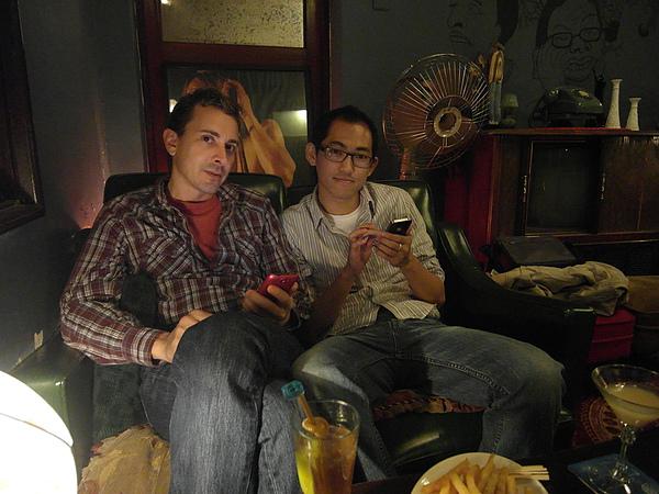 痣好哥哥的新朋友蓋瑞先生,是英日雙聲,因為他在日本待過13年,喔~我總算可以不用再用英文和痣好哥哥的朋友對談了~感動!!!!