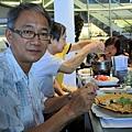 爸爸應該是生平頭一次吃燉飯吧 感覺得出來他很困惑呀!