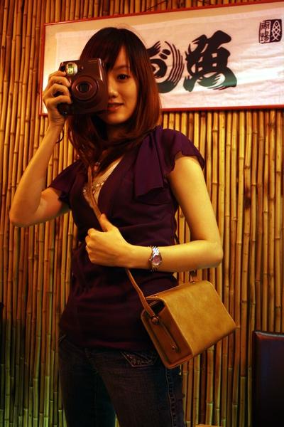 向小薇買了她公司的7S專用相機包,很漂亮唷!準備這禮拜帶去玩~