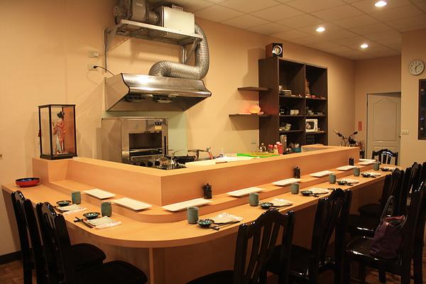 9/4 早在二個禮拜前就預約今晚六點在徹江戶前壽司屋用餐,全店只有十個位子,一個晚上最多就接十位客人...天啊!