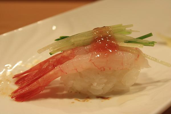 富山小甜蝦(3尾)佐梅醬小黃瓜絲,這裡用的梅醬味道較清爽,完全沒有搶到甜蝦的地位