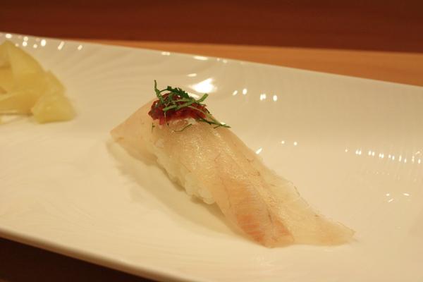 澎湖的象魚佐梅醬,這裡用的梅醬味道較重,不用沾醬油直接吃梅醬就是很棒的提味了