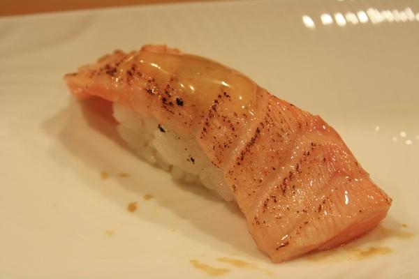 炙燒鮭魚佐梅橙醬,不用多說了就入口即化啊~~