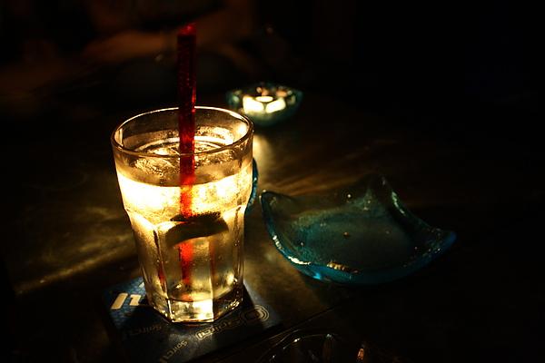 續攤suck, 之前和拼克先來場勘過~略帶中國風的裝潢,價錢合理又好喝的調酒,馬上就讓我們決定預約今天的聚會
