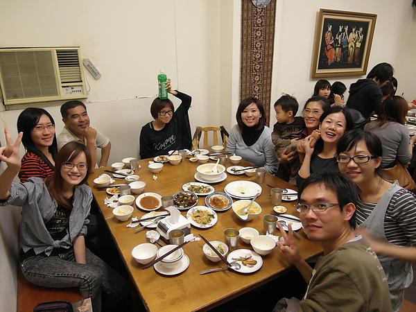 11/27 大伙為了慧珺難得帶男友下台南,所以今晚聚在一起吃巴東!