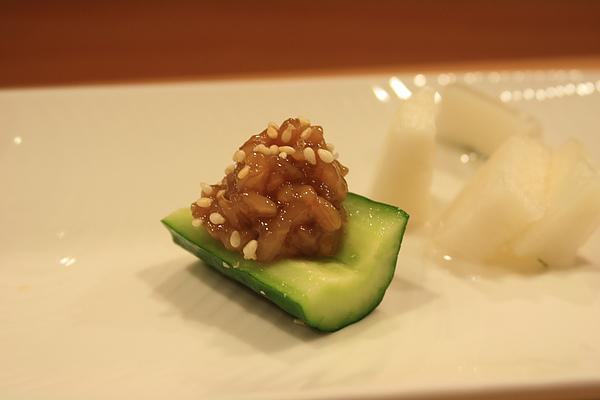 金山寺的小麥味噌配上切段的新鮮小黃瓜,小麥做的味噌還是第一次吃呢!溫和微鹹的味道配上清脆的小黃瓜剛剛好。