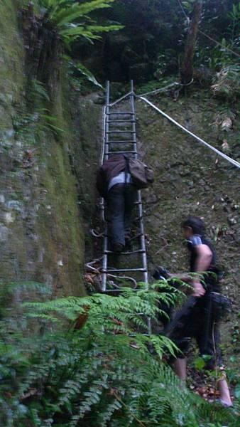爬樓梯的風大 和可憐的攝影大哥