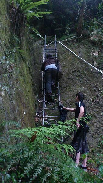 爬樓梯的風大 和可憐的攝影大哥2