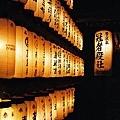 某神社中的燈