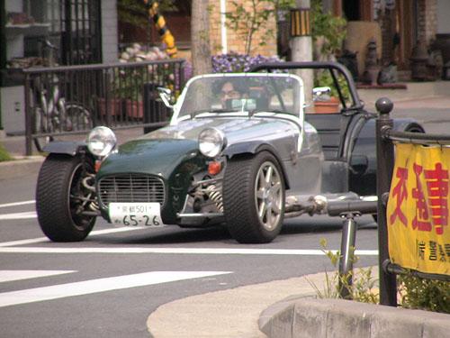 開在路上的怪車子