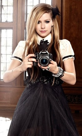 avril-lavigne-and-betsey-johnson-gallery.jpg