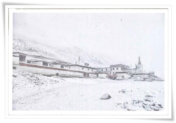 西藏絨布寺.jpg