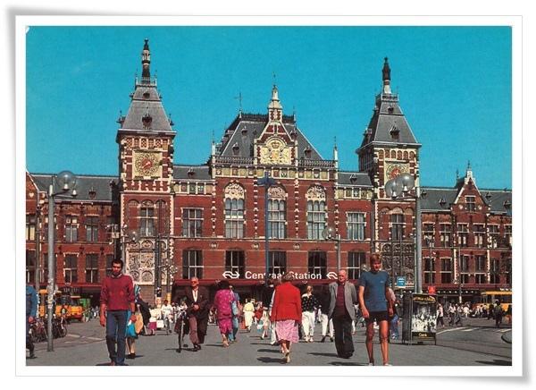 amsterdam centraal station.jpg