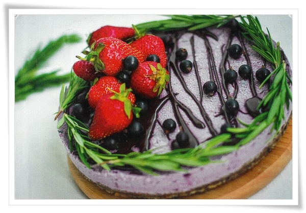 raw currant cashew cake
