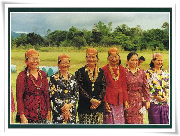 Kelabit women.jpg