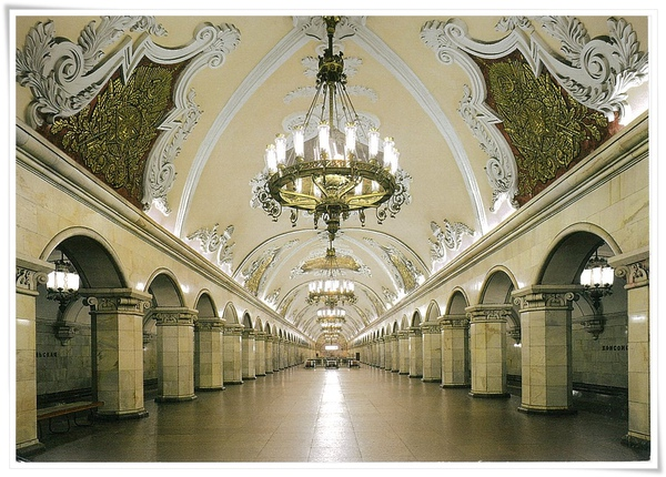 Vestibule of the metro station.jpg